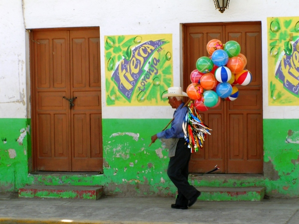 San Blas Balloon Man